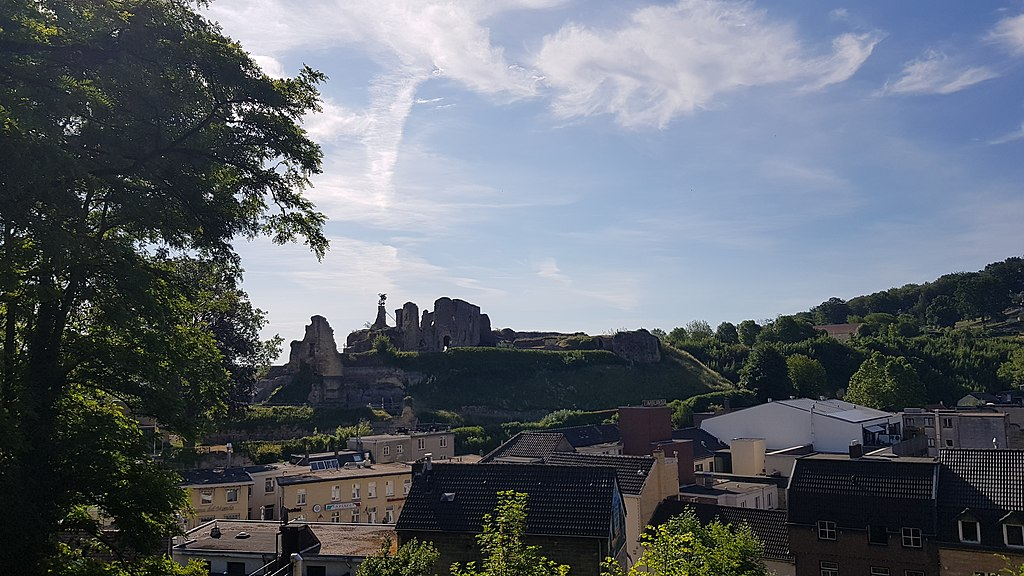 the ruins of Valkenburg Castle