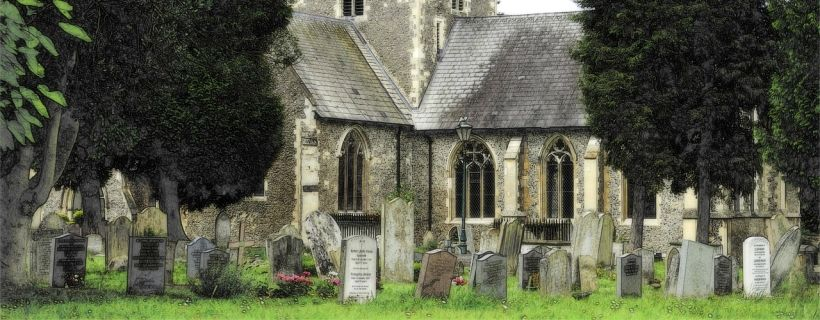 Image of a church with a tradition graveyard.